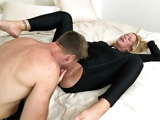 Sling Cougar Simone Sonay Fucking In A Wetsuit