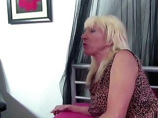 Notgeile Cougar Tante Fickt Ihren Neffen Mit Grossen Schwanz