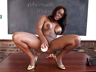 Juggy Black Instructor Kiki Minaj Gets Naked And Fuck Stick Fucks Twat On The Table