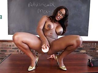 Juggy Black Instructor Kiki Minaj Gets Naked And Fuck Stick Fucks Twat On The Table