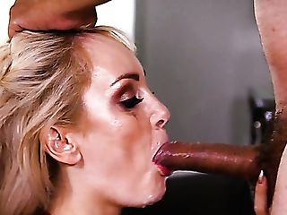Suntanned Sexy Blonde Housewife Maxim Law Works On Supah Hard Trunk