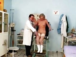 Blondie Numerous Squirting During A Gynecology Checkup