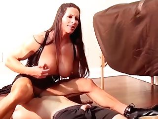 Muscled Bodybuilder Mummy Predominates Paramour - Homemade Infatuation And Face-sitting