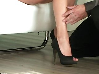 Lengthy Gams Mummy Ana Monte Real Loves Getting Her Feet Sucked