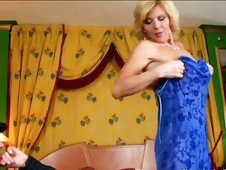 German Mummy I´d Like To Fuck Attempts On A Blue Sundress - Hoochie-coochie