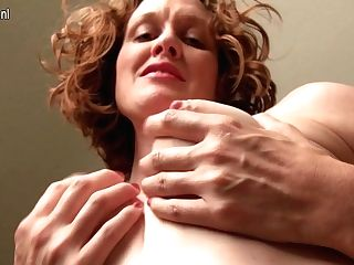 Horny Yankee Mom Playing With Her Bald Vagina - Maturenl
