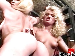 Lezzie  Whipping And Playing Inferior Mummy Beauty