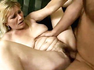 Horny Saggy Wifey