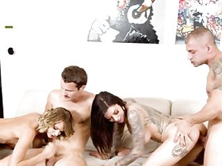 Four-way Extreme Shows The Thick Honies Exchanging Like Breezies