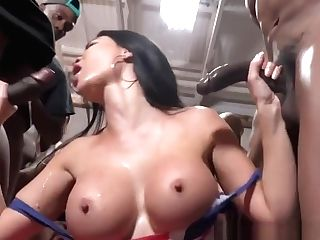 Blowbang Mummy Fellates Bbcs