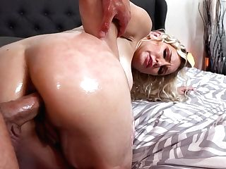 Ample Titted Blonde Kenzie Taylor Gets Her Pink Hole Slammed