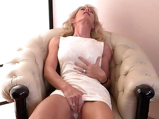 Hot Blonde Housewife Playing With Her Moist Vagina - Maturenl